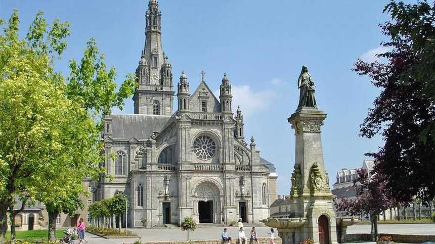 Sainte Anne d'Auray - Son site religieux